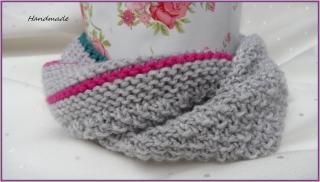 Babyschal, Babyrundschal. Farben: silbergrau, pink, smaragd. Aus Wolle (Merino) hangestrickt. Toll auch als Geschenk  -  1306