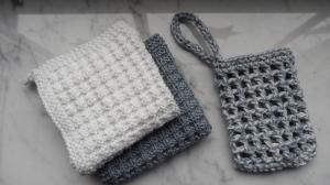Beauty-Set aus Baumwolle: 2 Waschlappen, 1 Seifensäckchen, Grau - Handarbeit kaufen