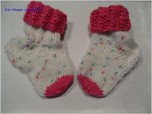 Babysocken für Mädchen, Geschenk zur Geburt, pink, weiß - Handarbeit kaufen