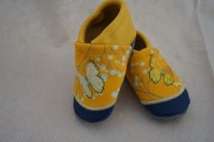 Lederpuschen / Babyschuhe Schmetterlinge individualisierbar mit Namen (Gr. 18-23) - Handarbeit kaufen