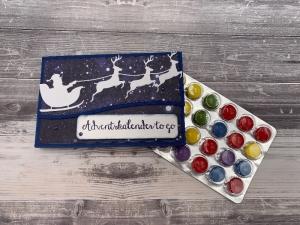 Mini Adventskalender to go für unterwegs Santa Weihnachtsmann mit Rentieren blau weiß
