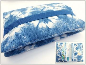 Windeltasche/Wickeltasche aus robustem Canvas in tollem Batiklook, Farbe Blautöne und Weiß