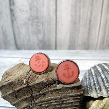 Schöne maritime Ohrringe in rosa mit einem Anker