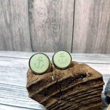 Schöne maritime Ohrringe in Pastell grün mit einem Anker