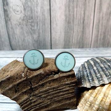 Schöne maritime Ohrringe in Pastell blau mit einem Anker
