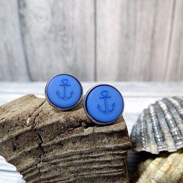 Schöne maritime Ohrringe in blau mit einem Anker