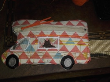 Tasche, Täschchen, Mäppchen, Reißverschluß, Wohnmobil, Camper mit Karabiner, gestickt,