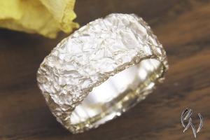 Breiter Ring aus Silber 925/-, eigenes Design, zerknittert