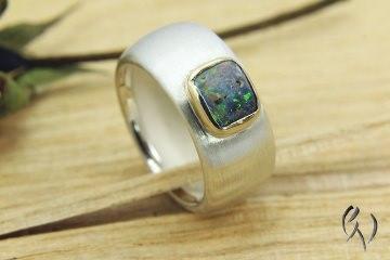Ring Silber 925/- mit Opal in einer Goldfassung - Handarbeit kaufen