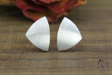 Ohrstecker Silber 925/-, kleine Dreiecke, strichmatt, aus eigener Anfertigung - Handarbeit kaufen