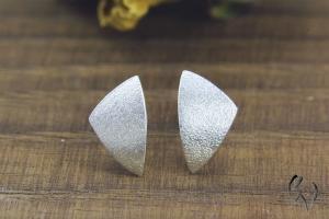 Ohrstecker Silber 925/-, kleines Dreieck, mattgeschlagen