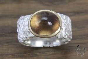 Breiter Ring aus Silber, Zerknittert, mit Rauchquarz in Roségoldfassung - Handarbeit kaufen