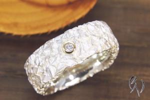 Breiter Ring Silber 925/- mit Brillant, Zerknittert, 8 mm - Handarbeit kaufen
