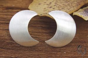 Ohrstecker Silber 925/-, Halbmond strichmatt, 13 mm - Handarbeit kaufen