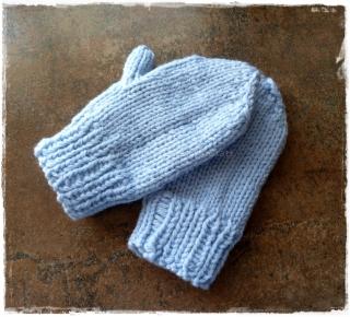 Baby Handschuhe ♥ Kleinkinder Handschuhe ♥ gestrickte Handschuhe ♥ Baby Fäustlinge ♥ hellblau ♥ Die kleine Bastelwerkstatt