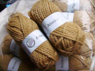 Strickgarn Alaska Fb. 10, Schal-Wolle, Schurwoll-Gemisch, dicke Wolle, Nadelstärke 10-12