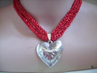 Dirndlkette mit Magnetverschluß, handgearbeitet,  rot mit Glitzer, ca. 38-40 cm lang, leicht elastisch,           - Handarbeit kaufen