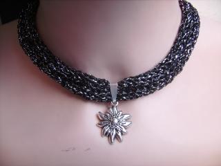Dirndlkette mit Magnetverschluß, handgearbeitet,  schwarz mit silber, ca. 36 cm, dehnbar bis ca.43 cm lang,   - Handarbeit kaufen