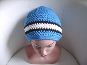 handgehäkelte Mütze aus Baumwollemischgarn, blau/weiß, KU 52-56cm