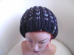 Damen-Mütze/Beanie, handgestrickt aus Wollmischgarn, KU ca. 54-58cm,  schwarz mit Muster