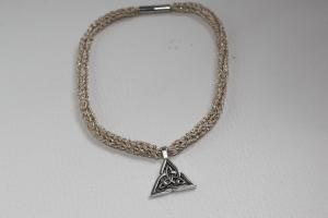 handgearbeitete Dirndlkette mit keltischem Knoten Triangel, hellgold, leicht elastisch,        - Handarbeit kaufen