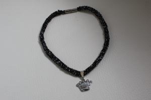 handgearbeitete Dirndlkette mit Krone, schwarz-silber, leicht elastisch,       - Handarbeit kaufen
