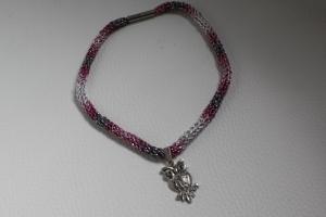 handgearbeitete Dirndlkette mit Eulenanhänger, rosa-grau-silber, leicht elastisch,         - Handarbeit kaufen