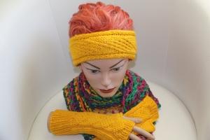 handgestricktes Stirnband in modischem senfgelb mit Glitzer und Muster, KU ca. 55-58 cm