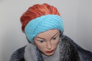 handgestricktes Stirnband in modischem hellem blau mit Glitzer und Muster, KU ca. 56-60 cm