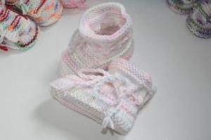 handgestrickte süße Babyschühchen, rosa-grau-pastell, 100%Polyacryl        - Handarbeit kaufen