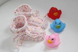 handgestrickte süße Babyschühchen, rosé, 100%Polyacryl        - Handarbeit kaufen
