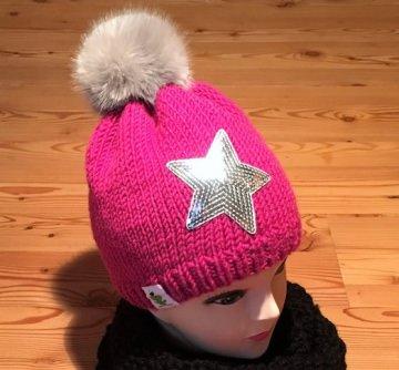 Bommelmütze in pink mit silberfarbenem Stern