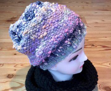 Elegante Mütze in Pastelltönen rose, grau und lila