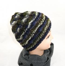 Mütze in oliv, grau, blauem Camouflagemuster und  mit Zopfmuster  - Handarbeit kaufen