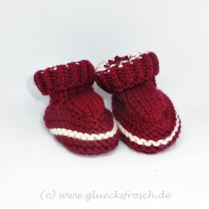 Babyschuhe weinrot und weiß - Handarbeit kaufen