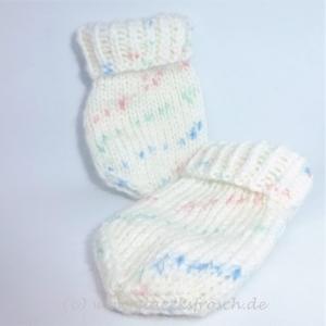 Babyhandschuhe in weiß, dezent gemustert