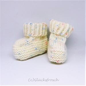 Babyschuhe, Babystiefel, weiß, leicht gemustert, 8 cm Fußsohlenlänge - Handarbeit kaufen