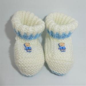 Babyschuhe, weiß mit hellblau und kleinem Teddybär, Fußlänge 9 cm
