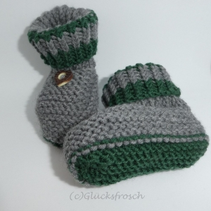 Babyschuhe,Babystiefel, handgestrickt, grau und dunkelgrün mit Herz, 9 cm Fußsohlenlänge, (Kopie id: 100188283)