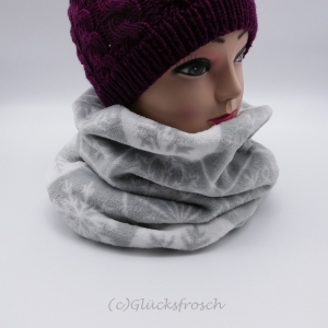 Schlauchschal, Schalkragen in grau und weiß mit Schneeflocken, Schneekristalle, Sterne - Handarbeit kaufen