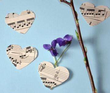 200 x handgestanzte Herzen aus Notenpapier - alte Noten - vintage - Tischdekoration oder zum Basteln