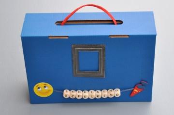 Schulanfang Einschulung - Koffer in 3 Farben - gefüllt mit  Malbuch, Lesezeichen, Minibuch usw. ...