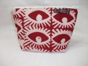 Kleine genähte Tasche aus afrikanischem Batikstoff in Rot und Weiß