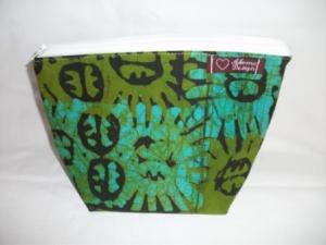 Kleine Tasche genäht aus afrikanischem Batikstoff in Grüntönen