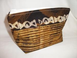 Kleine Tasche genäht im afrikanischen Style in Weiß und Brauntönen - Handarbeit kaufen