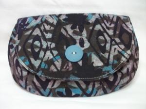 Tolle Clutch aus gebatikter Baumwolle in Blau und Schwarz, handgenäht
