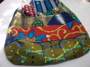 Tolle Schultertasche genäht aus afrikanischem Patchworkstoff kaufen