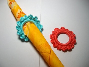 2 Stück Serviettenringe Blume in leuchtenden Farben