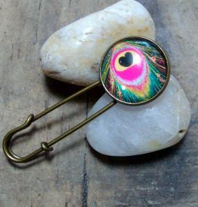 Tuchnadel/ Kiltnadel Pfauenfeder in pink, modern, Messing - Handarbeit kaufen