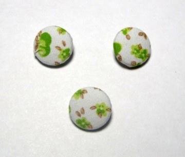 3 Stück Stoffknöpfe mit Äpfeln, grün-weiß, 15 mm